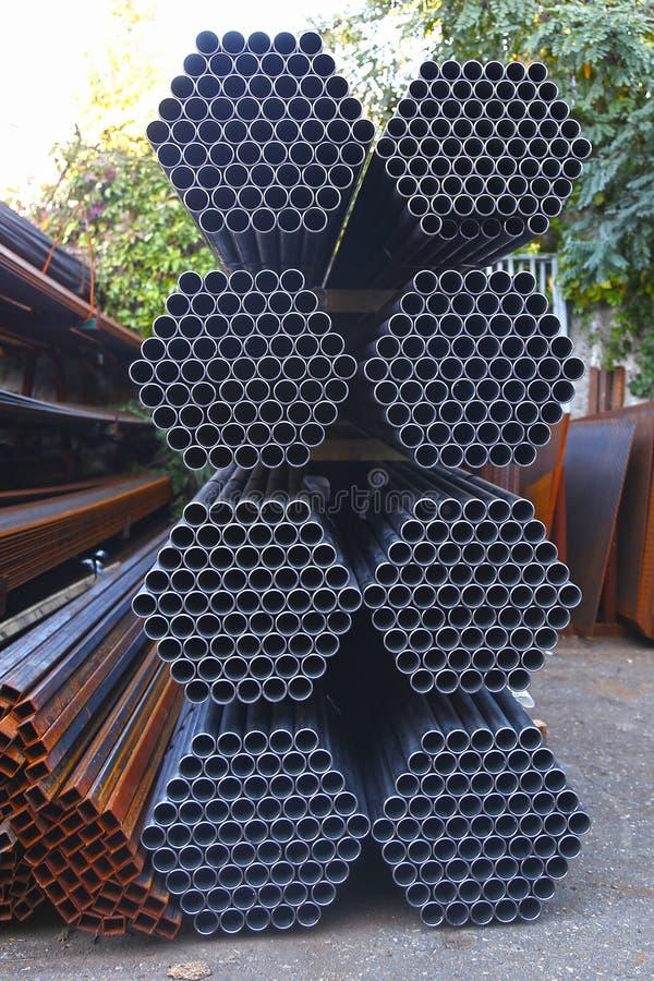 Materiais de construção do ferro do local do trabalho da construção imagens de stock