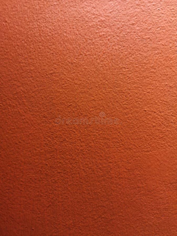 Material concreto de la textura del color rojo de la pintura de la pared del cemento de la grieta áspera del fondo foto de archivo