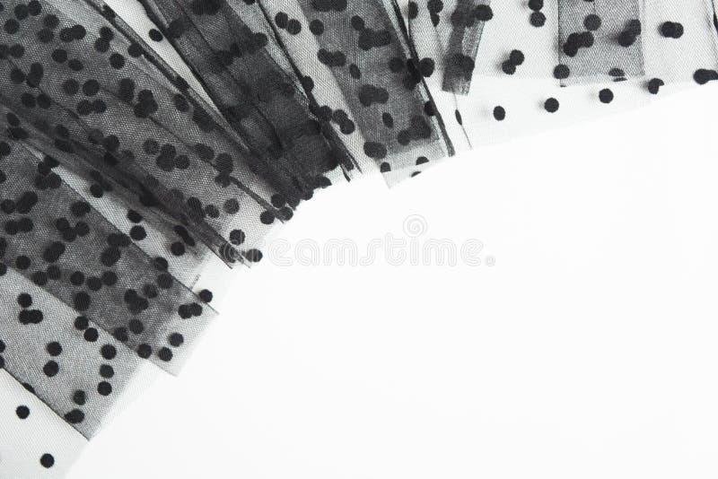 Material negro de Tulle de la materia textil en el fondo blanco Forma de la tela de Tulle con el espacio de la copia foto de archivo libre de regalías