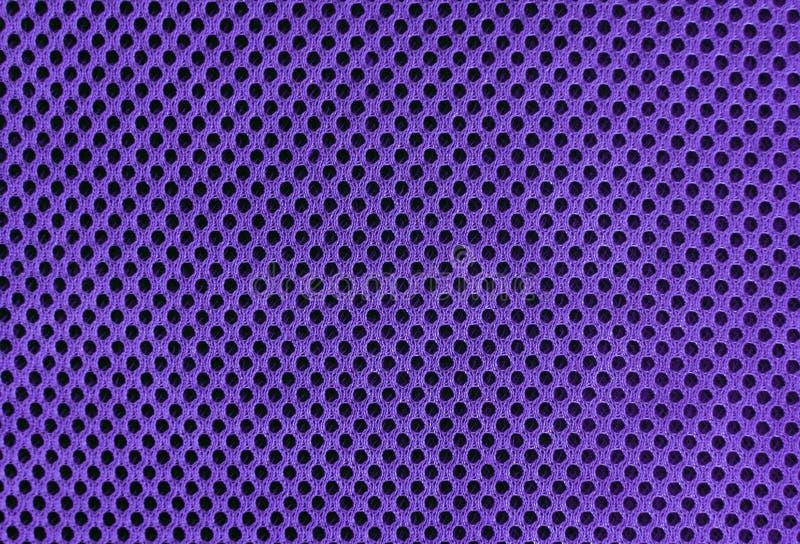 Material poriferous poroso respirável ultravioleta roxo para a ventilação do ar com furos Textura do nylon do Sportswear imagem de stock royalty free