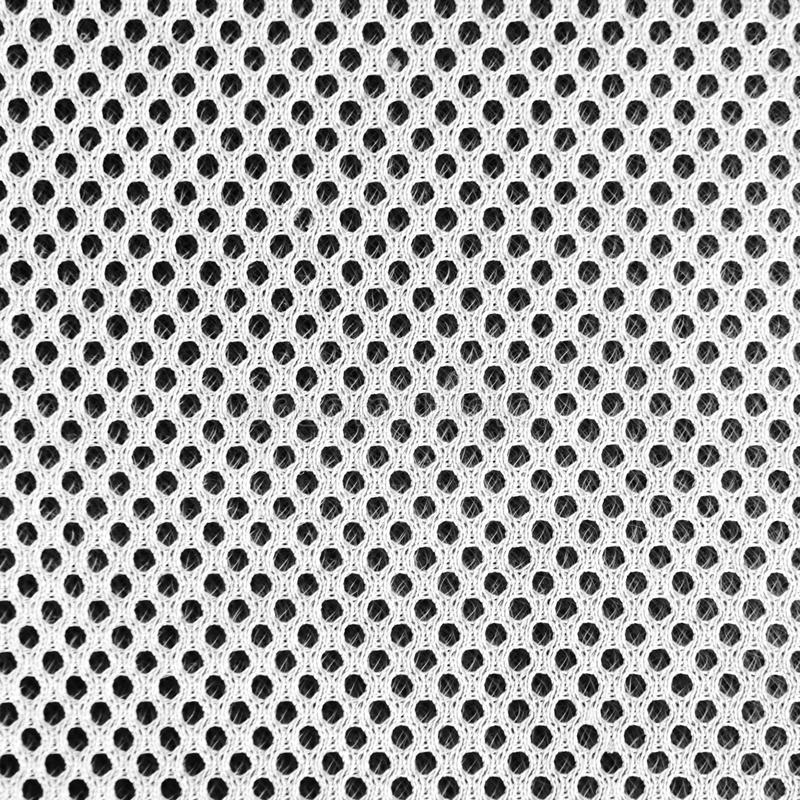 Material poriferous poroso respirable gris para la ventilación del aire con los agujeros Textura de nylon de la ropa de deportes  imagenes de archivo