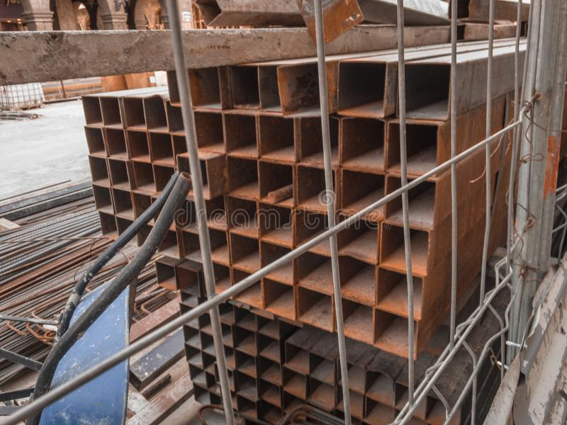 Materiale da costruzione a maintan le vie di qualsiasi città fotografie stock