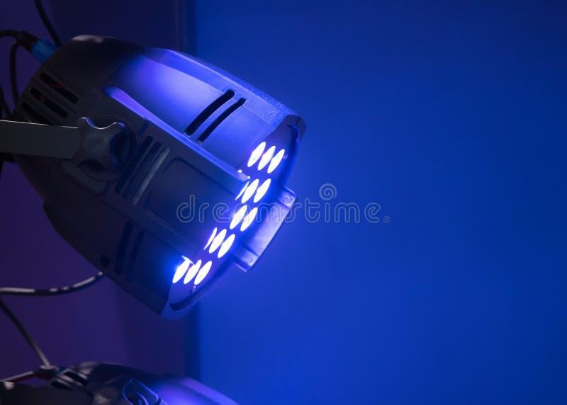 Materiale di illuminazione professionale per le prestazioni della fase sul soffitto immagine stock libera da diritti