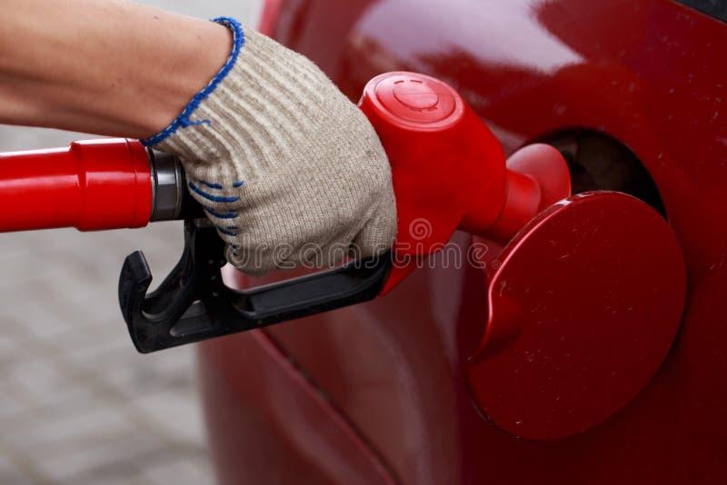 Materiale di riempimento dell'automobile con benzina immagine stock libera da diritti