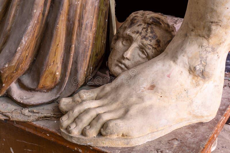 Materiale illustrativo della statua dello studio dell'artista con la fine della testa su nello studio dell'artista illustrazione di stock
