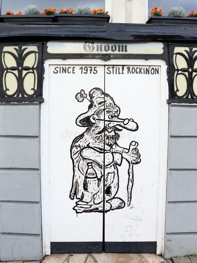 Materiale illustrativo su una porta in Rudesheim-Bing, Germania della barra immagine stock