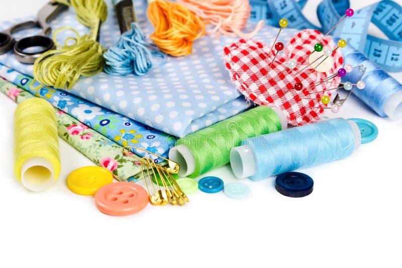 Materiales y accesorios para coser imagen de archivo