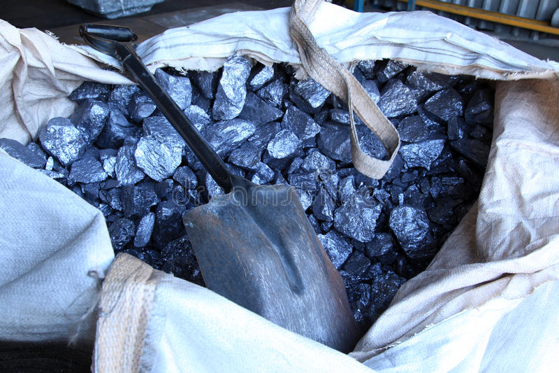 Download Materiali Crudi Del Metallo Fotografia Stock - Immagine di riciclaggio, background: 55358018