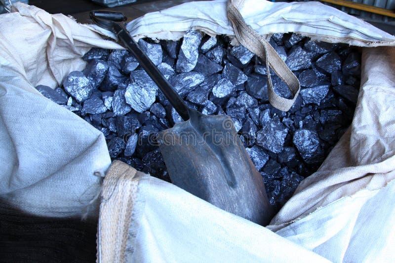 Download Materiali Crudi Del Metallo Immagine Stock - Immagine di industriale, roccia: 55358053