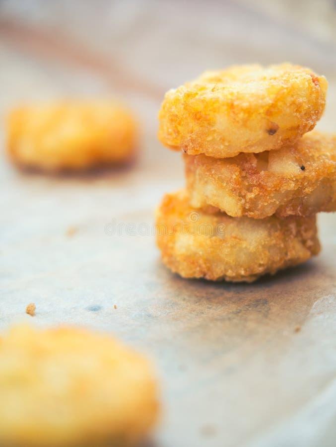 Materiel av frasig pölsa - brunt, amerikansk frukost djupa Fried Processed Food Frozen Easy som ska ätas arkivbilder