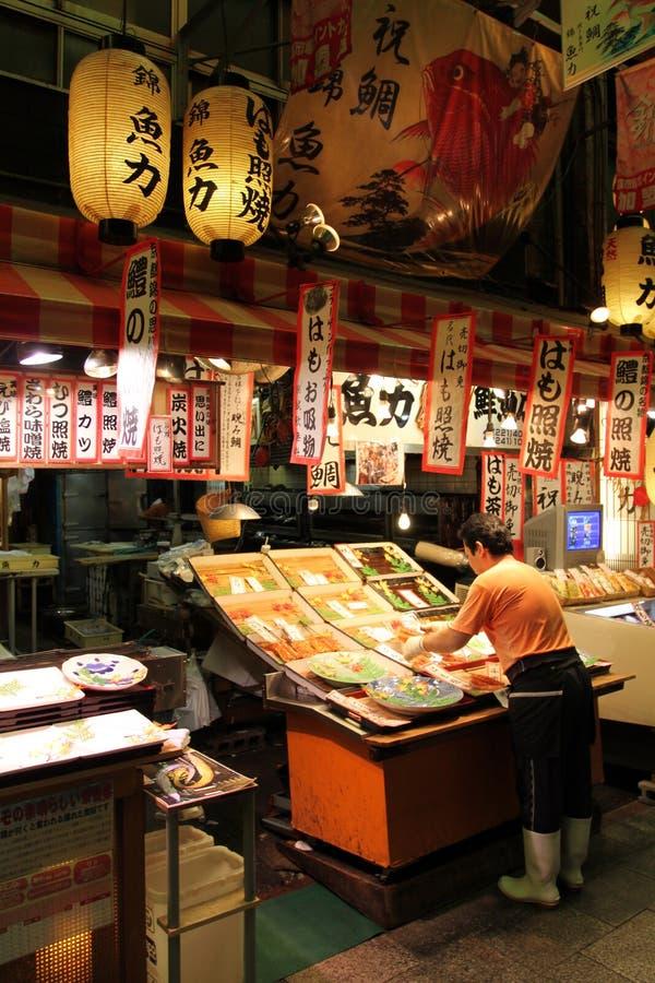 Materielbild av den Nishiki marknadsgränden, Kyoto, Japan fotografering för bildbyråer
