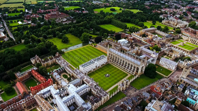 Materielfoto för flyg- sikt av det Cambridge universitetet UK royaltyfria foton