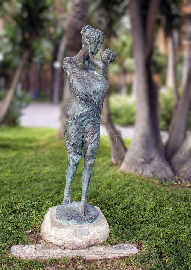 Maternidade pelo escultor ilustre Alfiero Nena em Sorrento, Itália imagem de stock royalty free