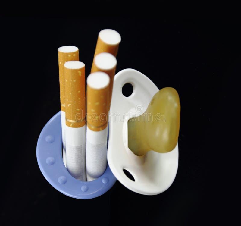 Maternità e fumare fotografia stock libera da diritti