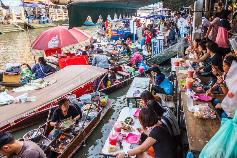Matförsäljare och matställear fotografering för bildbyråer