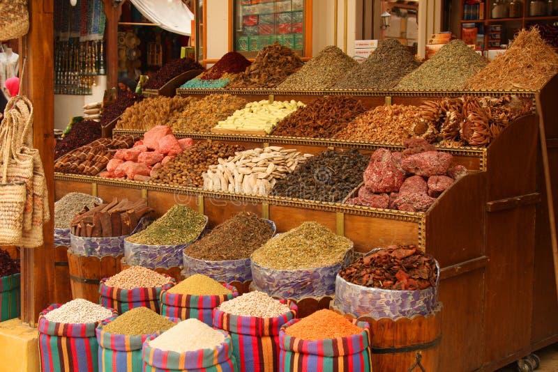 matförsäljningen shoppar lilla kryddor fotografering för bildbyråer