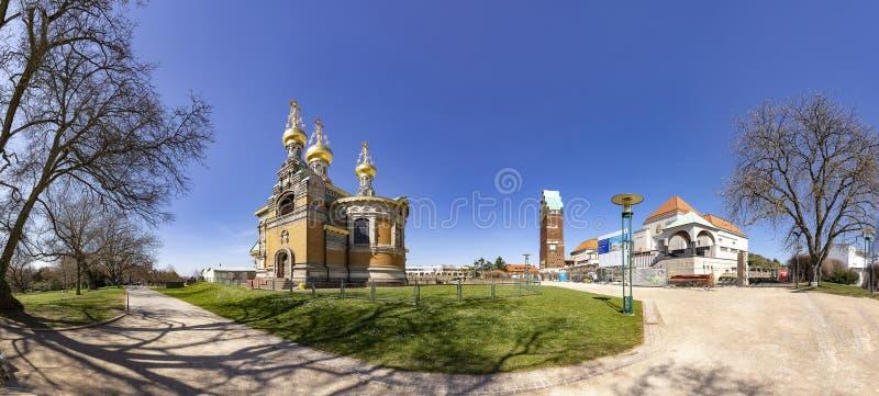 Mathildenhoehe com capela do russo e o casamento elevam-se em Darmstad foto de stock royalty free