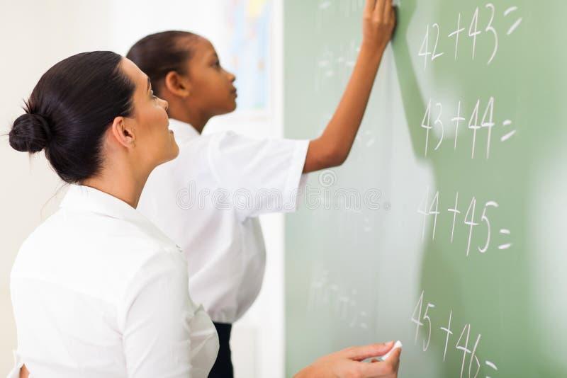 Mathslärareundervisning royaltyfri foto