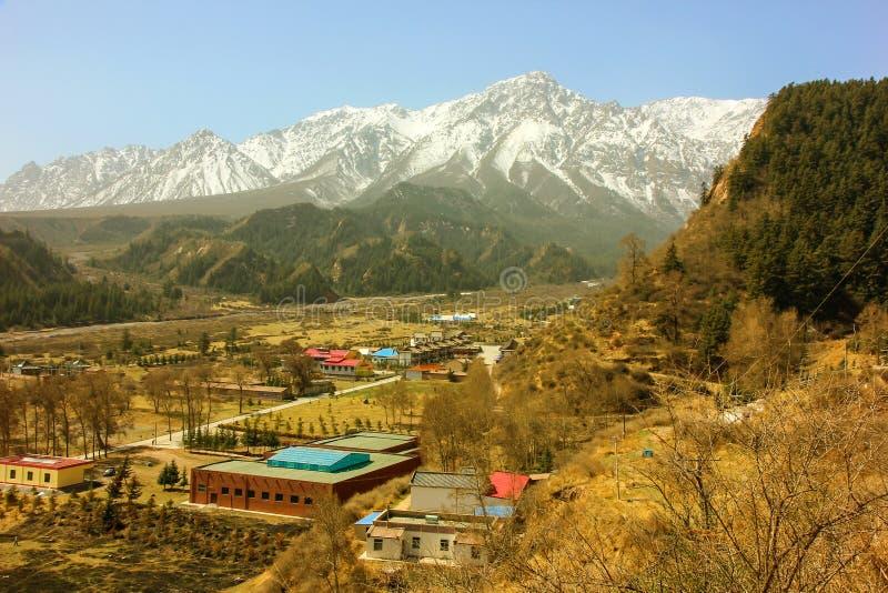 Mati Temple Scenic Area Montagnes de Qilian Shan photographie stock libre de droits