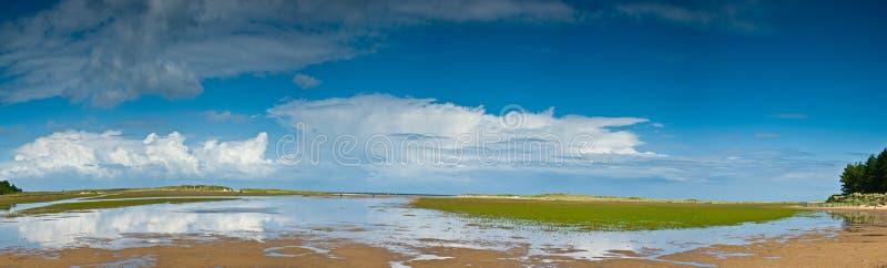 Matin à la plage Norfolk de Holkham image libre de droits