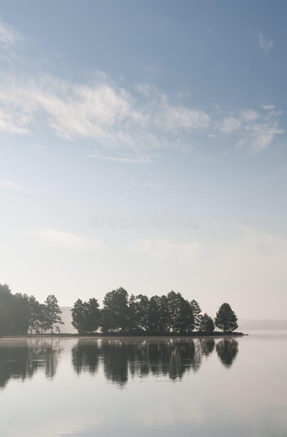 Matin au lac images libres de droits