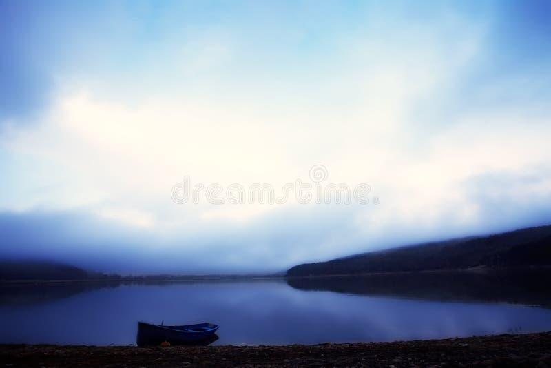 Paysage bleu de lac photo stock