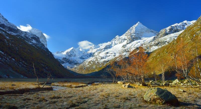 Download Matin de Caucase image stock. Image du glace, loisirs - 45368169