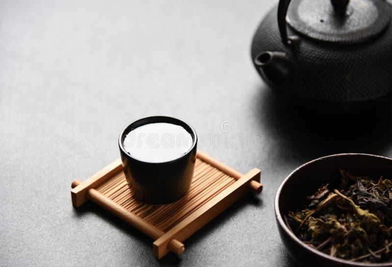 Matin de Chinois de thé photographie stock libre de droits