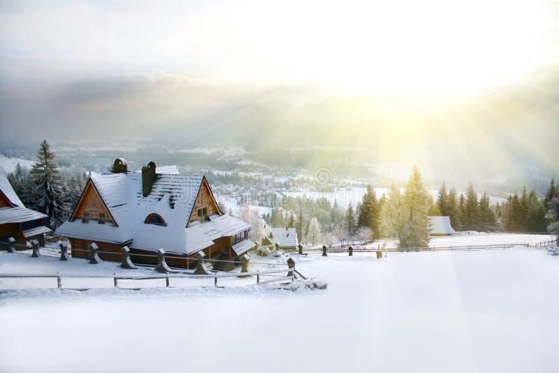 Matin de l'hiver dans les montagnes image stock