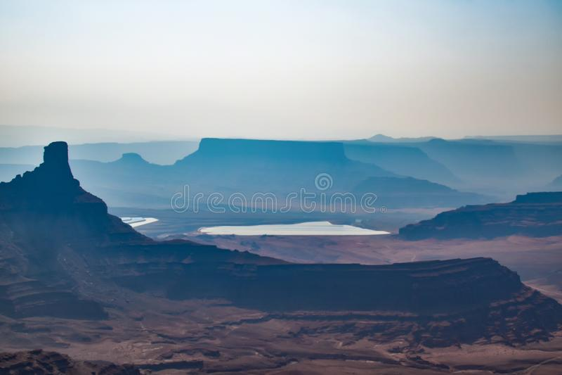 Matin de lever de soleil au parc d'état de point de cheval mort Beau paysage de brouillard image stock
