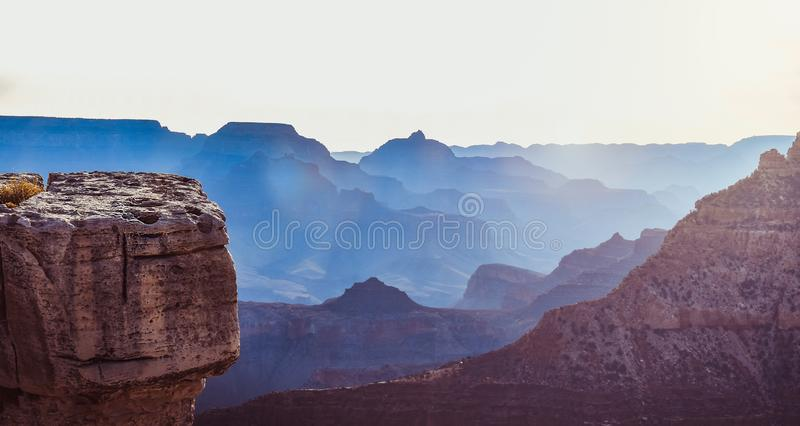 Matin de lever de soleil au parc national de Grand Canyon Beau paysage de brouillard photo stock