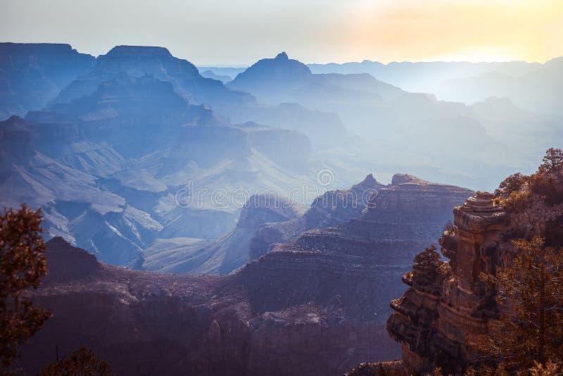Matin de lever de soleil au parc national de Grand Canyon Beau paysage de brouillard image stock