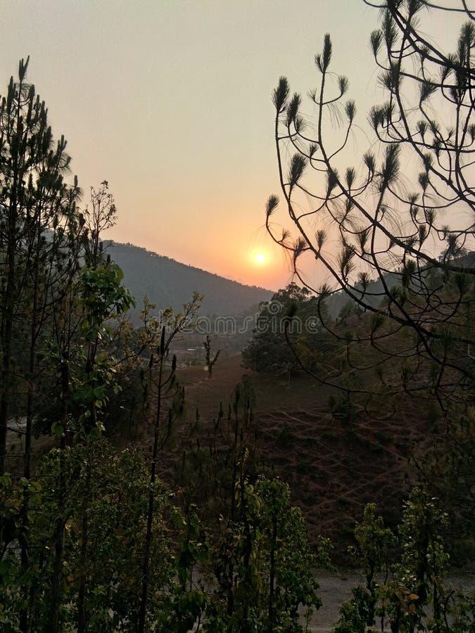 matin ; lumière du soleil de temps jusqu'à vers le bas images stock