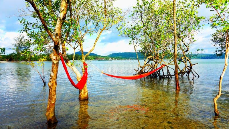 Matin sur la plage du kohrong photo stock
