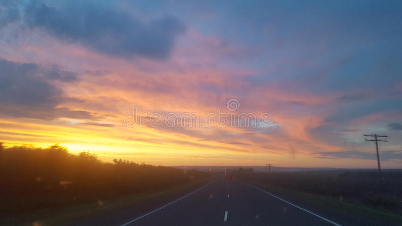 Matin sur la route photo stock