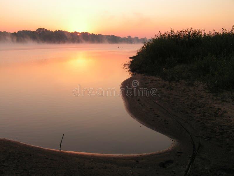 Matin sur le fleuve. photographie stock libre de droits