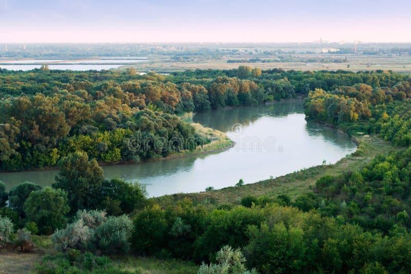 Matin sur le fleuve de Kuban photos stock