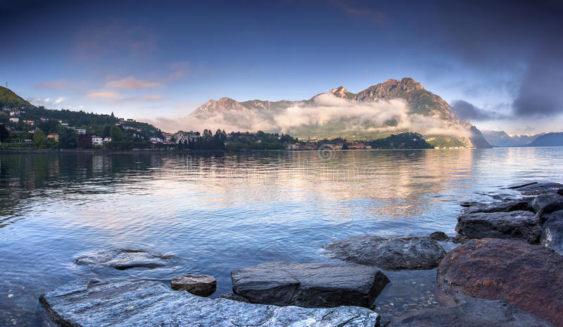Matin sur le lac Lecco photo stock