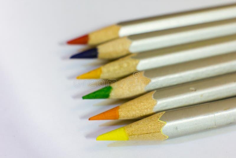 Matite colorate, sei pezzi terra fotografia stock