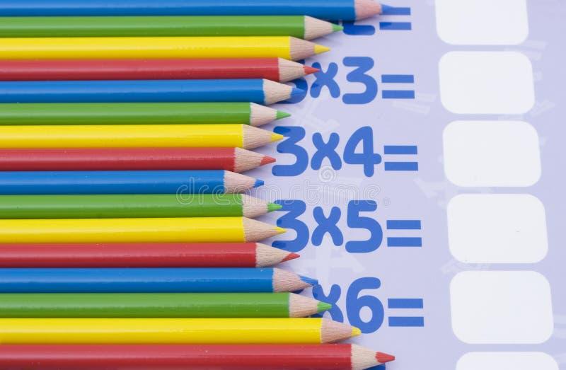 Matite di colore su un per la matematica immagine stock libera da diritti