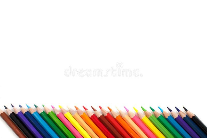 Matite multicolori su fondo bianco Copi lo spase fotografie stock