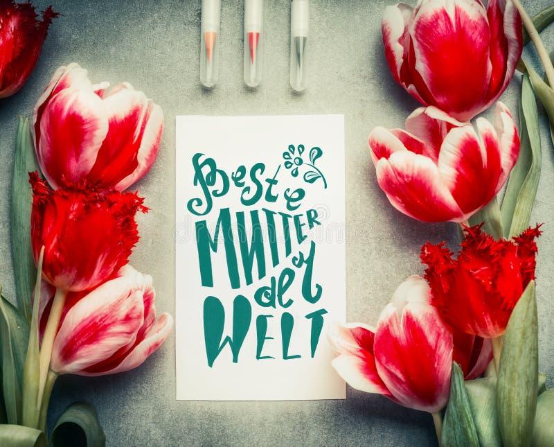 Matka dnia kartka z pozdrowieniami z teksta literowaniem w niemiec Beste bąkaniny dera obrzęku obrazy royalty free