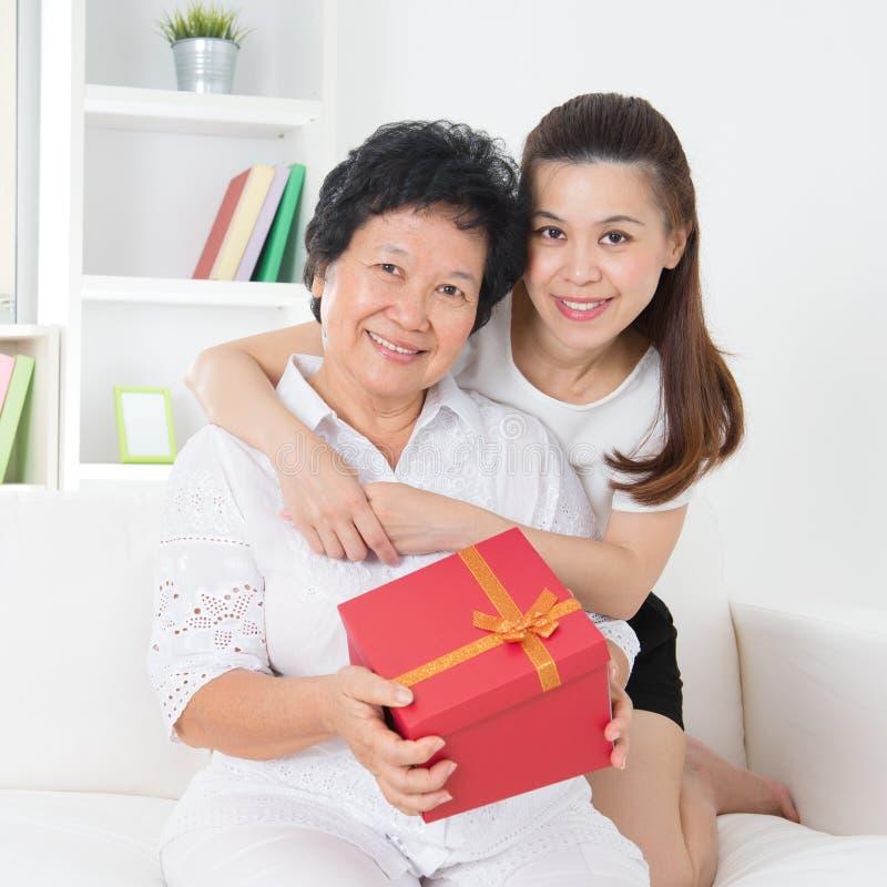Matka dnia prezent zdjęcia royalty free