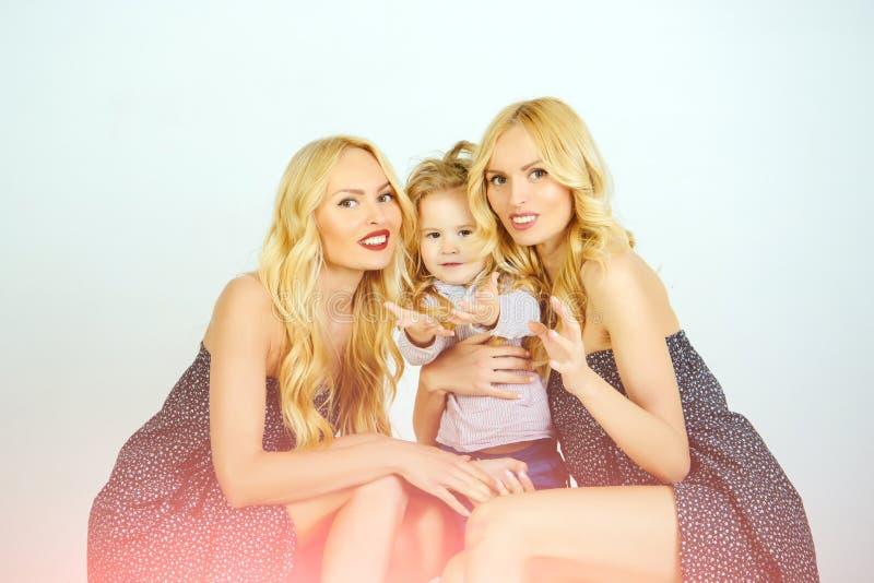 Matka dzień, wartości rodzinne, zaufanie, dzieciństwo zdjęcia royalty free