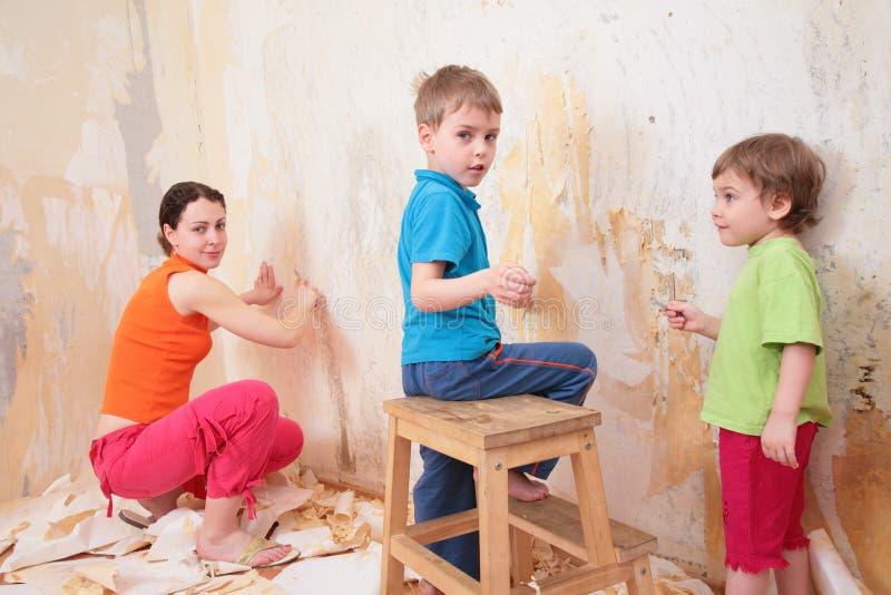 matka dziecka pomocy starej usunąć wa tapety obraz stock
