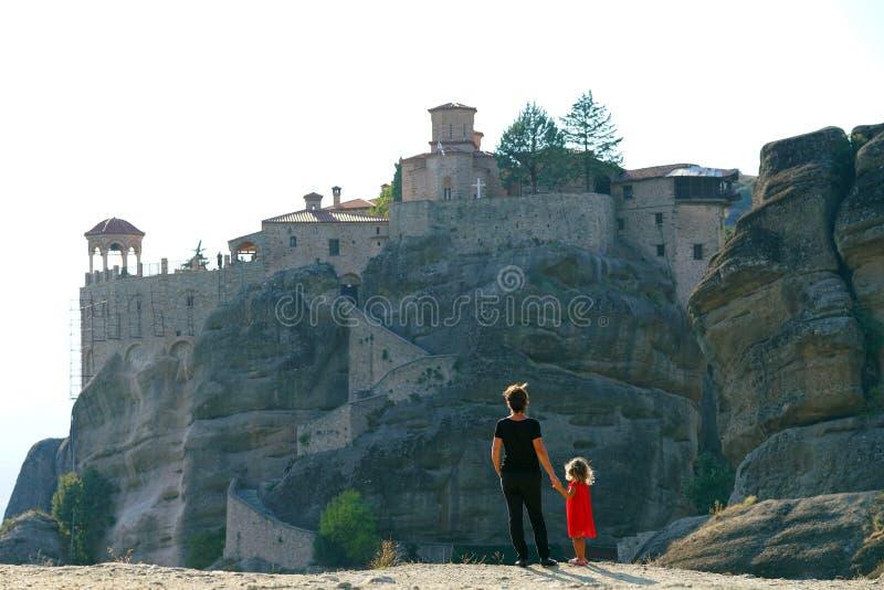 Matka i córka podziwiamy fenomenalną panoramę Meteor obraz stock