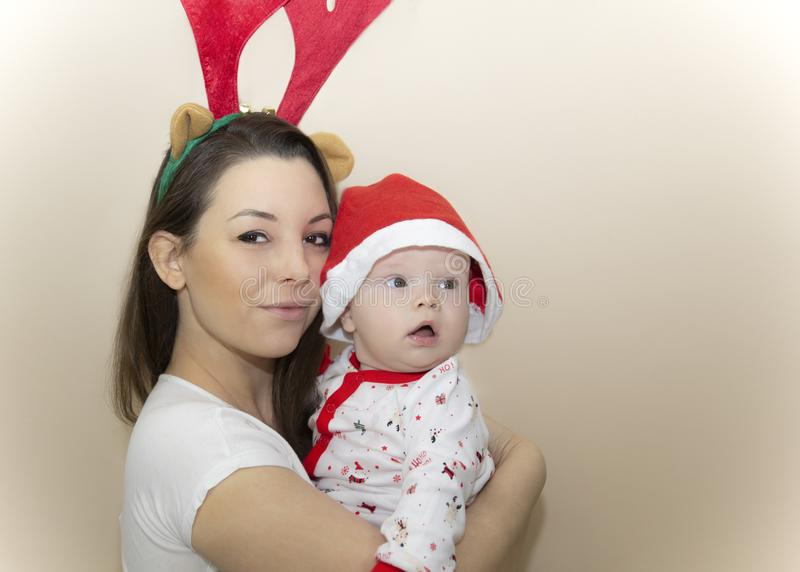 Matka i syn w świątecznym nastroju fotografia royalty free