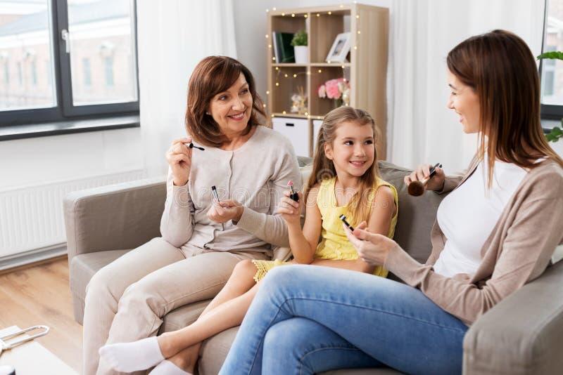 Matki, córki i babci robić, uzupełnia obraz stock