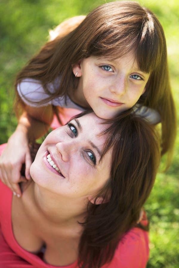 Matki i córki ja target612_0_ plenerowy zdjęcia royalty free