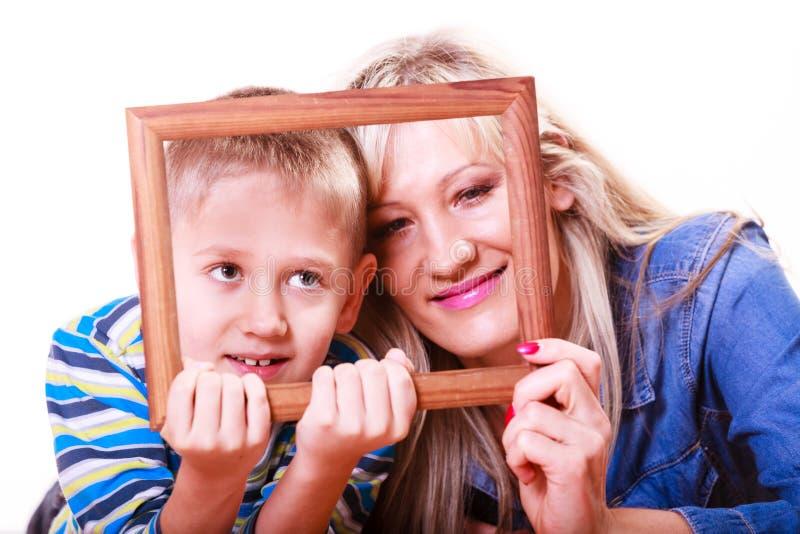 Matki i syna sztuka z pustą ramą obrazy stock
